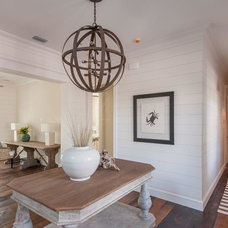 Beach Style Entry by Chancey Design