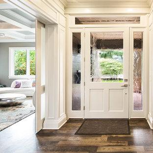 Foto di un ingresso o corridoio design con una porta in vetro