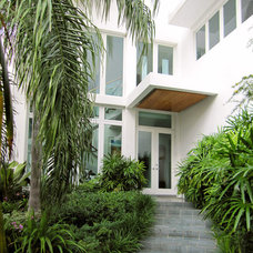 Modern Entry by 450 Architects, Inc.