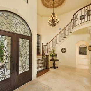 Свежая идея для дизайна: прихожая в классическом стиле с стеклянной входной дверью, двустворчатой входной дверью и бежевым полом - отличное фото интерьера