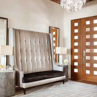 Foto på en rustik entré, med vita väggar, mörkt trägolv, en enkeldörr, mellanmörk trädörr och brunt golv