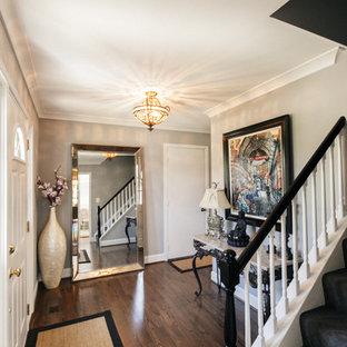 Idées déco pour un petit hall d'entrée romantique avec un mur gris, un sol en bois foncé et une porte simple.