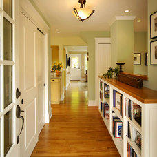 Traditional Entry by Meadowlark Builders