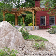Traditional Entry by Switzer's Nursery & Landscaping, Inc.