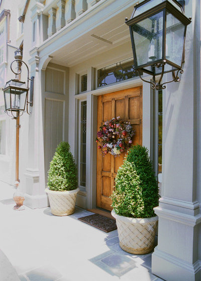 Traditional Entry by Canyon Design Build