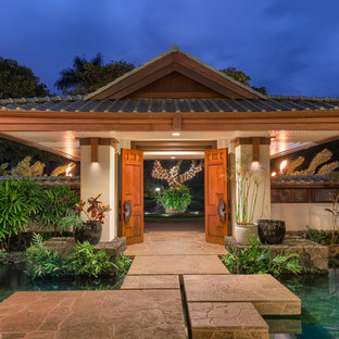 Example of an island style entryway design in Hawaii