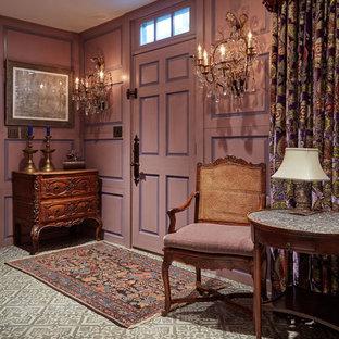ボストンの中くらいの片開きドアエクレクティックスタイルのおしゃれな玄関ロビー (ピンクの壁、セラミックタイルの床、グレーの床) の写真