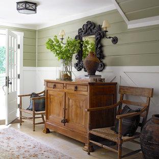 Idéer för att renovera en mellanstor lantlig entré, med gröna väggar, en enkeldörr, en vit dörr och beiget golv