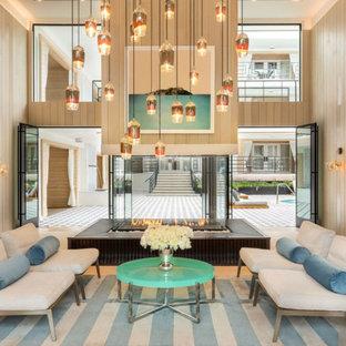 Geräumiger Moderner Eingang mit beiger Wandfarbe, Teppichboden, buntem Boden, Kassettendecke und Wandpaneelen in Los Angeles