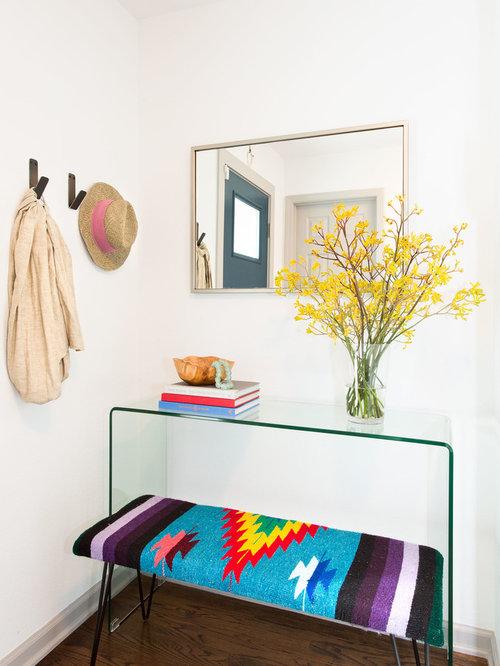 entr e scandinave avec un mur blanc photos et id es d co d 39 entr es de maison ou d 39 appartement. Black Bedroom Furniture Sets. Home Design Ideas