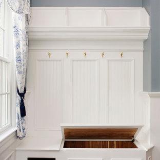 Ispirazione per un ingresso con anticamera classico di medie dimensioni con pavimento in ardesia e pareti blu