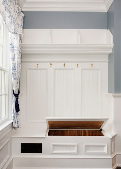 Traditional Entry by Akke Woodworks