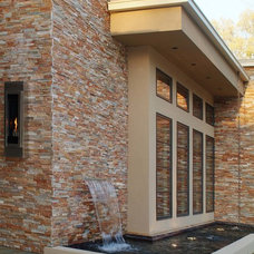 Contemporary Entry by WAYCOOL Homes, LLC