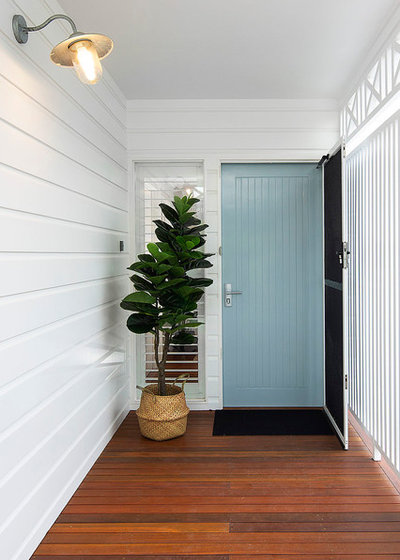 Beach Style Entry by Jenny Ford Design