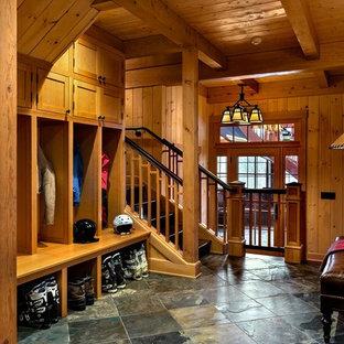 Großer Uriger Eingang mit Stauraum, Keramikboden, Einzeltür und Glastür in Burlington