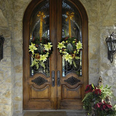 Traditional Entry by Leanne Michael L U X E lifestyle design
