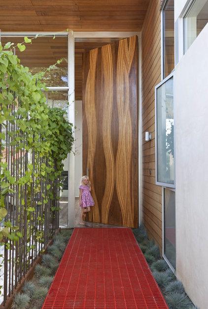Modern Entry by Erla Dögg ingjaldsdóttir