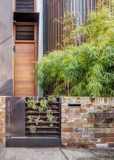 Modern Entry by CplusC Architectural Workshop