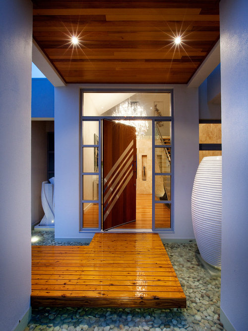 eingang mit dreht r und haust r hauseingang eingangsbereich gestalten. Black Bedroom Furniture Sets. Home Design Ideas