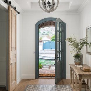 Foto de puerta principal campestre con paredes blancas, suelo de madera clara, puerta simple, puerta azul y suelo beige