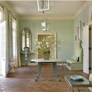 Diseño de entrada clásica con suelo de ladrillo y paredes verdes