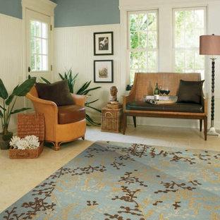 Inspiration för mellanstora asiatiska foajéer, med blå väggar, travertin golv, en enkeldörr och en vit dörr