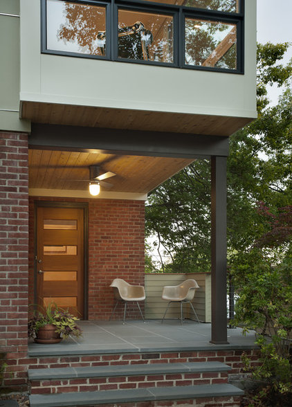 Modern Entry by REVE Design Studio, Inc.