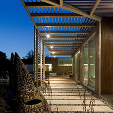 Contemporary Entry by TACKarchitects