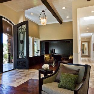 サンフランシスコの大きいコンテンポラリースタイルのおしゃれな玄関ロビー (ベージュの壁、ベージュの床) の写真