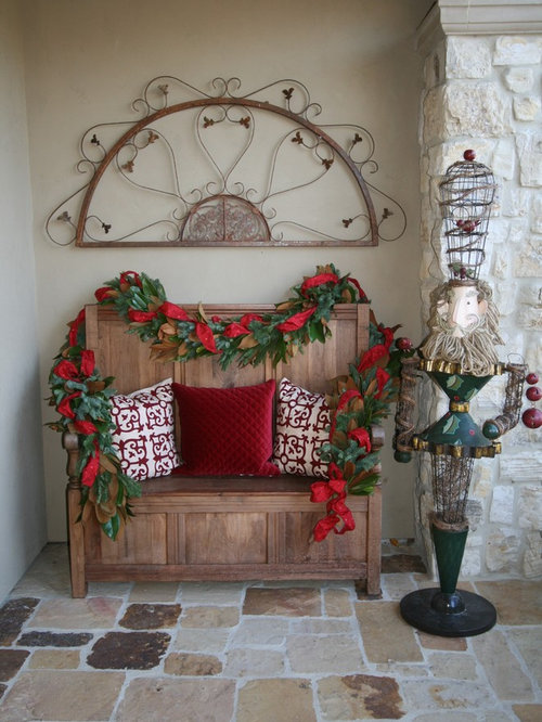 Christmas decorating in foyer home design ideas for Traditional foyer decorating ideas