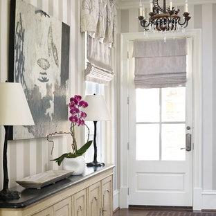 Idéer för att renovera en vintage hall, med flerfärgade väggar, en enkeldörr och glasdörr