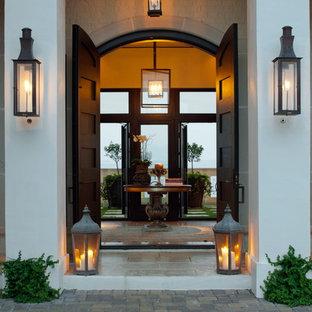 Esempio di una porta d'ingresso minimal con una porta a due ante e una porta in legno scuro