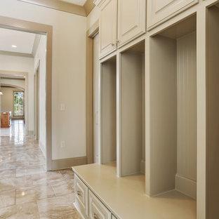 Inspiration för en mellanstor vintage hall, med vita väggar, travertin golv, en enkeldörr och en vit dörr