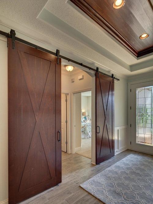 landhausstil eingang mit laminat ideen design bilder houzz. Black Bedroom Furniture Sets. Home Design Ideas