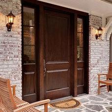 Traditional Entry by Blake Shaw Homes, Inc