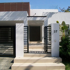 Modern Entry by JVISLES.ARCHITECT
