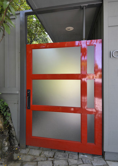 Contemporary Entrance by Ana Williamson Architect