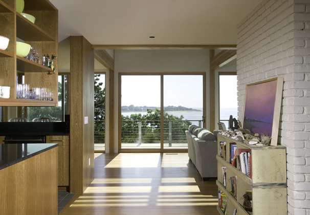 Beach Style Entry by Hammer Architects