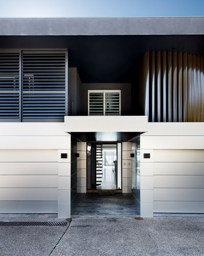 Contemporary Entry by Robert Harwood Architect