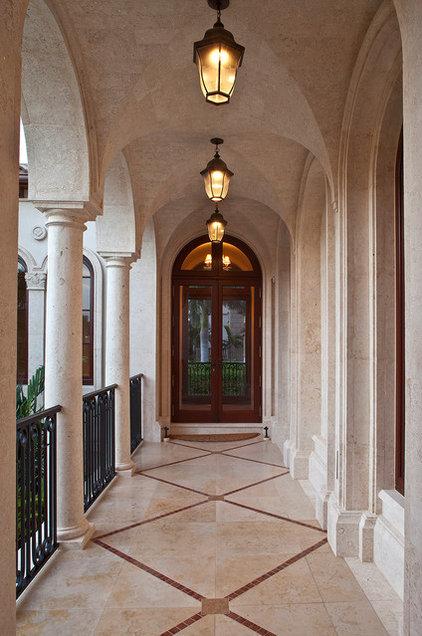 Mediterranean Entry by Kurtz Homes Naples