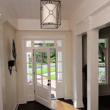 Beach Style Entry by Sunset Properties of Tampa Bay