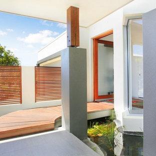 サンシャインコーストのコンテンポラリースタイルのおしゃれな玄関 (ガラスドア) の写真