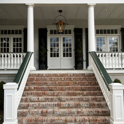 Entryway - traditional entryway idea in Nashville with a glass front door