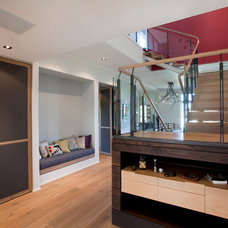 Contemporary Entry by FORMWORK