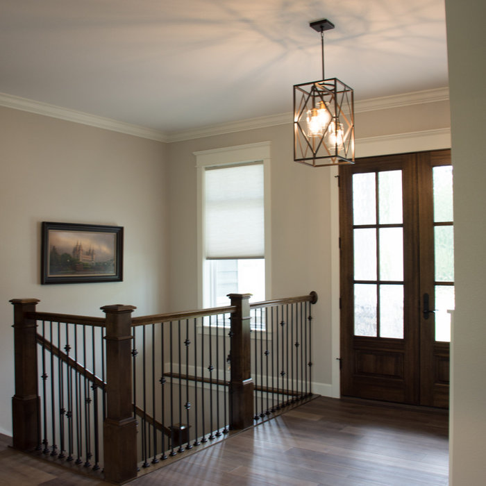 Belnap spacious entry and stairs