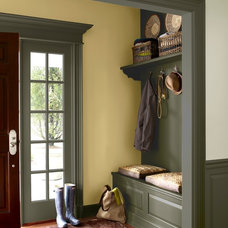 Traditional Entry by Benjamin Moore