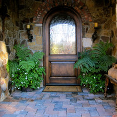 Traditional Entry by Designscapes Colorado Inc.