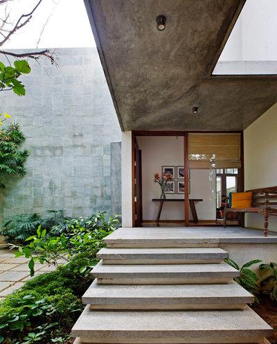 Contemporary Entry by Khosla Associates