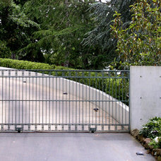 Traditional Entry by Blasen Landscape Architecture