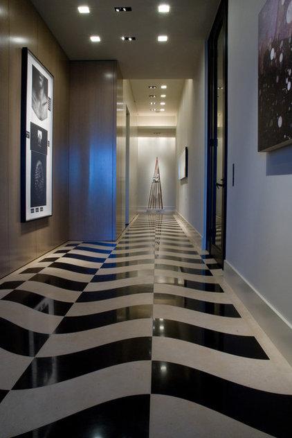 Modern Entry by Susan Newell Custom Home Builder, Inc.